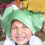 I bimbi perduti con i loro cappelli magici: nessuno li può vedere una volta indossati, solo il loro amico Peter Pan