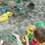Un po' di relax giocando con la sabbia