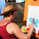 NIcla da una mano a Francesca colorando i  disegni